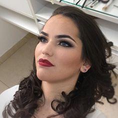 Com esta imagem me despeço de mais um fim de semana!! E que venha a segunda com novas oportunidades para realizar meus sonhos! Sábado com maquiagem é sábado feliz!! 💄💄💄 #makeup #love #joanasbarros #classic #redlips #maquiagembrasill #maquiagemprofissional #maquiadoro #maquiagemx #maccosmeticsbrasil #brigittecalegari