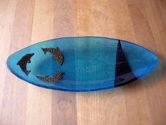 Ovalt fad med delfiner i messing