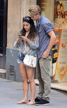Best Style of Clothes For Body Type - Fashion Trends Estilo Vanessa Hudgens, Vanessa Hudgens Style, Gossip Girl Fashion, Fashion Couple, Vanessa Hudgens And Austin Butler, Cute Celebrities, Celebrities Fashion, Smart Outfit, 2000s Fashion