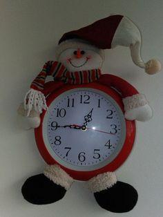 Aprende a como hacer reloj con muñeco navideño Stuff To Do, November, Christmas Decorations, Santa, Diy Crafts, Creative, Home Decor, Christmas Clock, Merry Little Christmas
