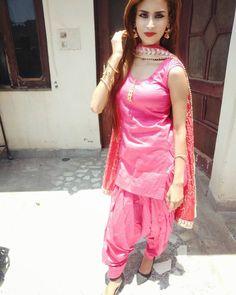 Patiala Suit Designs, Patiala Salwar Suits, Shalwar Kameez, Kurti, Indian Gowns, Indian Outfits, Punjabi Dress, Punjabi Suits, Beautiful Girl Body