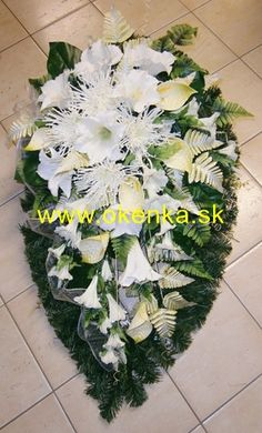 Pohrebná služba Okenka | Nitra - FOTOGALÉRIA - Vence z umelých kvetov Cemetery Flowers, Tropical Flowers, Funeral, Plants, Tropical Floral Arrangements, Bouquets, Rustic, Plant, Planting