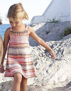 Dress pattern by Fil Katia Toddler Summer Dresses, Crochet Summer Dresses, Baby Girl Dresses, Toddler Dress, Baby Dress, Summer Knitting, Knitting For Kids, Baby Knitting, Girls Knitted Dress