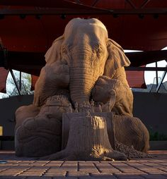 Increíble escultura de arena de un elefante jugando al ajedrez contra un ratón (8 fotos)