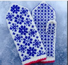 Happy New Year! Stay warm for the rest of the winter with these mittens. They feature stranded colourwork snowflakes that look more complicated to work than they really are. Knitted Mittens Pattern, Fingerless Gloves Knitted, Crochet Mittens, Crochet Gloves, Knitting Socks, Knitted Hats, Knitting Patterns, Knit Art, Wrist Warmers