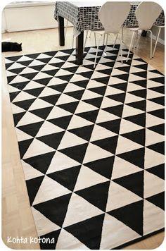 Kohta kotona: Mustavalkoinen matto Animal Print Rug, Ikea, Contemporary, Rugs, Home Decor, Farmhouse Rugs, Decoration Home, Room Decor, Carpets
