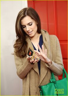 allison williams -I love her eye shadow and nails.