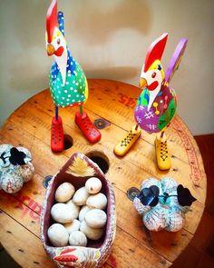 Cococoricó!  #bomdia Esse é o galo de botas   #artesanatomineiro #artesanato #artesanal #artesanatobrasil #decoração #decorar #decoracao #galo #galinha