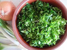 Yumurtalı Köfte tarifi Lettuce, Spinach, Pasta, Vegetables, Food, Essen, Vegetable Recipes, Meals, Yemek