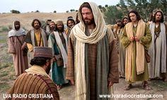 En aquel tiempo, subió Jesús a la montaña a orar, y pasó la noche orando a Dios…