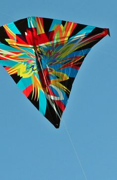 "Some vibrant asymmetric art on this Diamond kite. A contrast to the simple geometric approach seen on so many retail Diamonds... T.P. (my-best-kite.com) ""Gonna cut you"" Cropped from a photo by niallkennedy on Flickr (cc)."