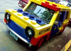 Coche de Bolcks. coche que parece haber sido hecha con piezas de Lego. www.doplim.com/autos-mot..