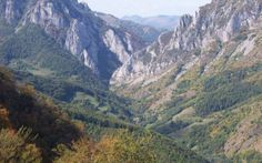 Cele mai frumoase trasee montane din România: de la întortocheatele căi ale Tâmpei la locurile de vis din Retezat