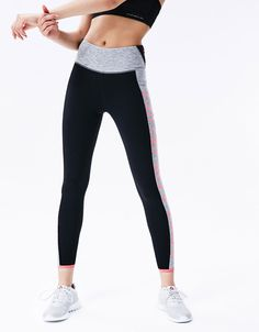 'Don't give up' technical sports leggings. Discover this and many more items in Bershka with new products every week