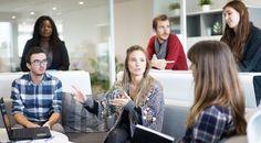 Hast du dir schon mal die Frage gestellt, warum manche Frauen sich ganz selbstbewusst verkaufen können und viele andere dagegen nicht? Die Selbstbewussten scheinen mühelos von einem Erfolgserlebnis zum anderen zu schreiten, während die anderen sie für diese Eigenschaft mit großen Augen bewundern. Egal, ob im Kontakt mit Vorgesetzten, mit Kollegen, mit Geschäftspartnern, Kunden oder …