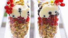 Die säuerlichen Beeren schmecken super zu süßem Knuspermüsli: Müsli mit Johannisbeeren und Vanillejoghurt | http://eatsmarter.de/rezepte/muesli-mit-johannisbeeren-und-vanillejoghurt