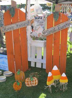 Creative DIY Project for Terrace Decoration This Fall 11 Halloween Yard Art, Halloween Wood Crafts, Fall Halloween, Holiday Crafts, Halloween Decorations, Halloween Signs, Fall Decorations, Scarecrow Crafts, Peanuts Halloween