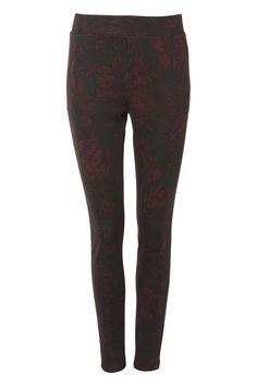 A fun way to wear leggings, these comfy floral print leggings are made in a scuba fabric to create a slimmer silhouette.