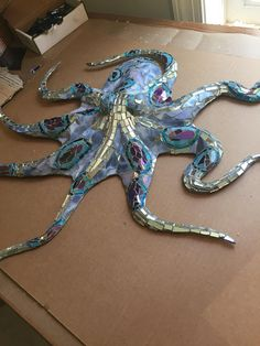 Mosaic Octopus made with glass, Mirror Mosaic Crafts, Mosaic Projects, Art Projects, Stained Glass Art, Mosaic Glass, Mosaic Tiles, Mosaic Pots, Mosaic Designs, Mosaic Patterns