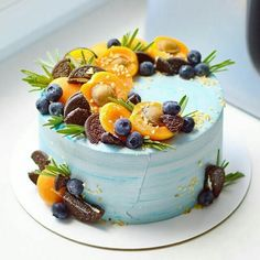 Super fresh Caribbean wedding cake in light blue with trop .- Super frische karibische Hochzeitstorte in hellblau mit tropischem Obst und Oreo… Super fresh caribbean wedding cake in light blue with tropical fruit and Oreo biscuits. Baking Cupcakes, Cupcake Cakes, Oreo Cupcakes, Bolos Naked Cake, Fresh Fruit Cake, Cake Recipes, Dessert Recipes, Kolaci I Torte, Birthday Cake Decorating