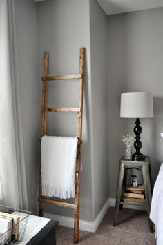 You an pick up an old ladder in a thrift shop or flea market pretty easily but it may not be the right size. Why search for it if it is SO easy to make yourself? According to littleglassjar, all you need to do is pick up… …Common Premium Furring Stri Rustic Blanket Ladder, Rustic Blankets, Decor Crafts, Diy Home Decor, Old Ladder, Pinterest Home, Do It Yourself Home, Home Hacks, Glass Jars