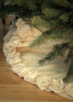 Peluche jupe Ivoire arbre de Noël. Garnie de fleurs de coton à la main