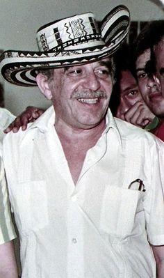 Gabriel Garcia Marquez 1984. luciendo sombrero vueltiao 91d0e92955d
