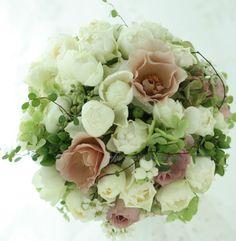 白と紅茶のラウンドブーケ ルシェルブラン様へ 瞳を閉じて : 一会 ウエディングの花