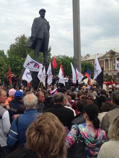 Thousands gather in Lenin Square for separatist rally pic.twitter.com/gJNhK9yD8B