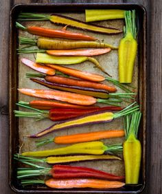 Healthy honey roasted carrots is a great add on to any meal and the whole family can enjoy it. These yummy carrots are so easy to prepare and it is great to quiet that sweet tooth. Honey Roasted Carrots, Roasted Vegetables, Veggies, Sauces, Zero Calorie Foods, Real Food Recipes, Healthy Recipes, Healthy Food, Meal Prep For The Week