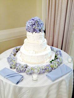 Have a look at this #beautiful #blue #hydrangea #wedding #cake that we worked on! Also get a #bridal #bouquet and more from us! 2039083530