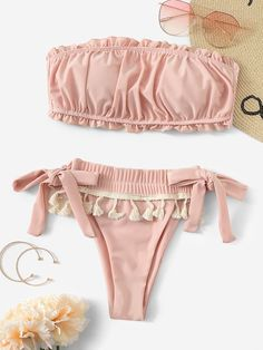 To find out about the Ruched Bandeau With Tassel Trim Tie Side Bikini at SHEIN, part of our latest Bikini Sets ready to shop online today! Bathing Suits For Teens, Summer Bathing Suits, Cute Bathing Suits, Summer Swimwear, Floral Bikini, Bikini Set, Bandeau Bikini, Modelos Fashion, Cute Lingerie