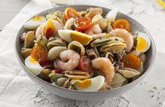 Com um sabor a mar, esta salada é a sugestão para o jantar de hoje. :) Veja aqui a receita: http://www.teleculinaria.pt/receitas/saladas/salada-pasta-del-mar/?utm_content=bufferab919&utm_medium=social&utm_source=pinterest.com&utm_campaign=buffer