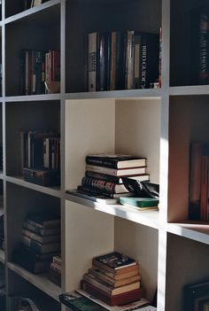 book and shelf image Pinterest: us_nilep