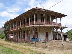 Archivo: Vista sur.  Estación del Ferrocarril El Limón.  Antiguo Hotel de El LimónCisneros (Antioquia).  Colombia.jpg