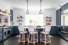 2020 Kitchen Trends as told by the pros - take a look at the predictions and get your plans for a new kitchen design going! Brooklyn Brownstone, Colourful Kitchen Tiles, Traditional Kitchen Interior, Houston Houses, Classic White Kitchen, Dark Countertops, Hill Interiors, Design Blog, Design Styles