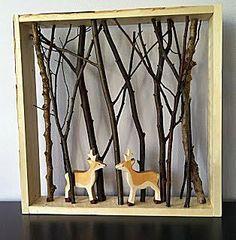 Bostafereel met echte takken en houten dieren.