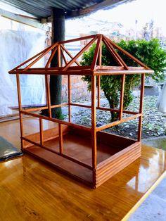 El emeği... Bird Cage Design, Diy Bird Cage, Bird Cages, Finch Cage, Parakeet Cage, Diy Chicken Coop Plans, Bird Aviary, Garden Fountains, Wooden Projects