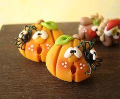 Halloween Pumpkins PetitPlat Handmade Miniature Food: Artists I Love - Cute Swap with Clayful Creations Polymer Clay Halloween, Polymer Clay Figures, Cute Polymer Clay, Cute Clay, Polymer Clay Miniatures, Fimo Clay, Polymer Clay Projects, Polymer Clay Creations, Halloween Ideas