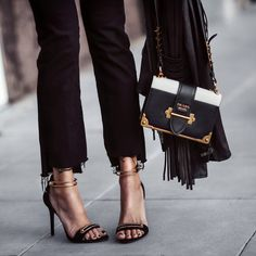 20 Shoes Inspiration Ideas That Every Girl Should Know Shoes Collection – Casual Fashion Trends Collection. The Best of footwear in Fashion Bags, Fashion Shoes, Fashion Accessories, Womens Fashion, Prada Cahier Bag, It Bag, Casual Fashion Trends, Style Personnel, Love Clothing