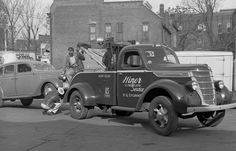 1937 International Tow Truck, Hiner U. On the hook is a 1935 Ford Deluxe Fordor Sedan. Old Pickup Trucks, Toy Trucks, Chevy Trucks, Semi Trucks, Kenworth Trucks, Antique Trucks, Vintage Trucks, Antique Cars, Truck Lettering