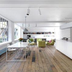 Para atender a demanda por casas na cidade, os arquitetos convertem construções…