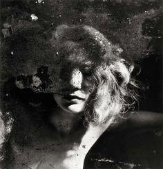 Raoul Ubac- Portrait dans un miroir.