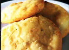 Ingredientes: 2 libras de harina de trigo 2 cucharaditas de polvo para hornear 2 cucharadas de mantequilla 1 taza de leche de coco azúcar a ...