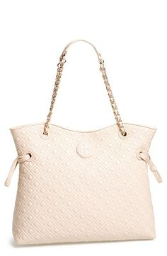 Free shipping and returns on Tory Burch 'Marion' Quilted Slouchy Tote at Nordstrom.com. The generously sized Marion tote sports plenty of posh attitude, from its leather-and-chain strap to its rich, quilted leather.