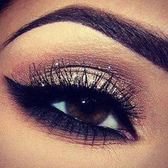 This eye shadow looks glamorous for a nigh out with the girls