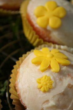 Orangen Cupcakes mit Orangen Topping  ask for English translation of the recipe!  #Muffin #Muffins #Schnittlauch  #Schmand  #Rezept #Rezepte #recipe #recipes #blog #backen  #baking #bake #cooking #cook #tasty #salty #candy #sweet #Sweets #Dessert #flowers #Blumen #Fondant #topping #icing #cream #cupcake #cupcakes #cake #cakes #cakeporn #kuchen