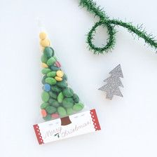 Merry Christmas Tree Holiday Party Candy Favor Bag Gift Tag Printable for Teacher and Classmates INS Christmas Fair Ideas, Christmas Treat Bags, Christmas Party Favors, Kid Party Favors, Candy Party, Christmas Goodies, Christmas Holidays, Christmas Crafts, Merry Christmas