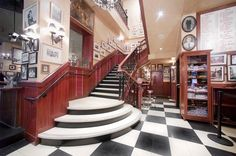 Carmine's NY Stairwell
