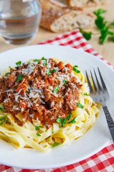 Tagliatelle Short-rib Bolognese Recipe : A slowly braised beef short rib bolognese that is absolutely packed with flavour! Short Rib Stew, Braised Short Ribs, Braised Beef, Garlic Recipes, Pasta Recipes, Dinner Recipes, Cooking Recipes, Cooking Ideas, Yummy Recipes